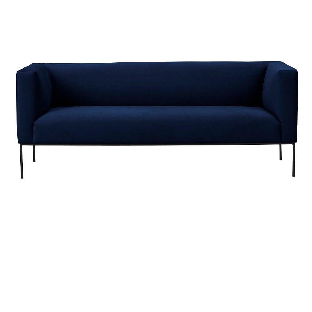 Tmavě modrá sametová dvoumístná pohovka Windsor & Co Sofas Neptune
