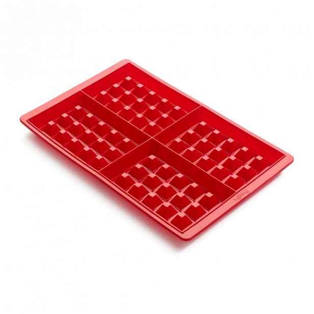 Červená silikonová forma na wafle Lékué