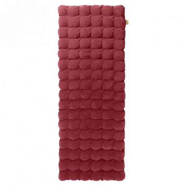 Červená relaxační masážní matrace Linda Vrňáková Bubbles 65x200cm
