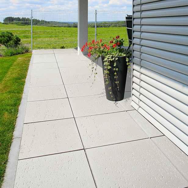 Betonová terasová dlažba BEST RAVERTINO, povrch reliéfní, barva bílá, 40×400×400 mm